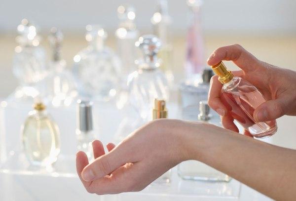 faire-tenir-parfum-plus-longtemps